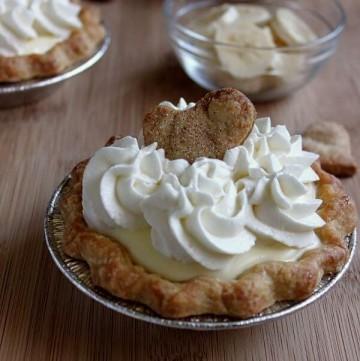 Mini banana cream pie on wildwildwhisk.com