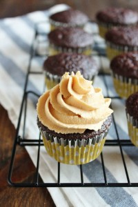 Chocolate Peanut Butter CupCakes | wildwildwhisk.com