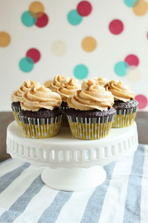 Chocolate Peanut Butter CupCakes | wildwildwhisk.com