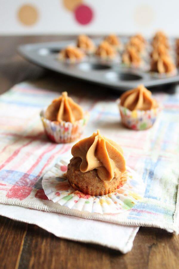 Peanut Butter Apple Pupcakes | wildwildwhisk.com