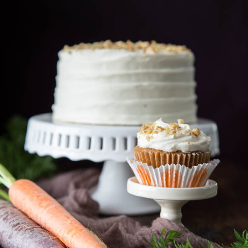 Carrot cupcake and mini carrot cake on cake stands