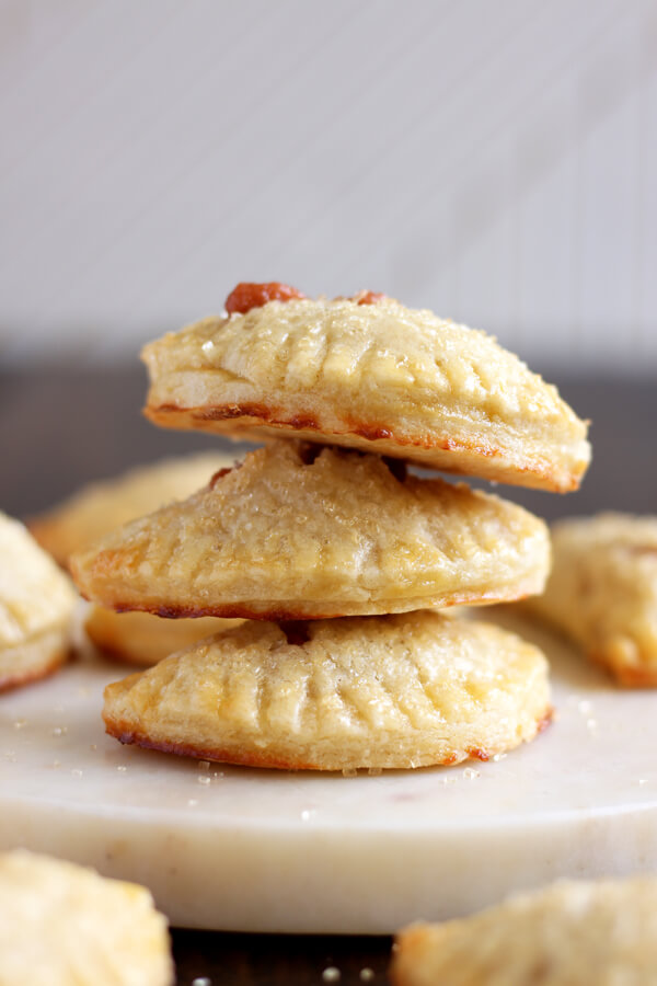 With flaky crust and cheesy, sweet filling, these Guava Cream Cheese Mini Hand Pies are even better than Porto's guava pastries! | wildwildwhisk.com