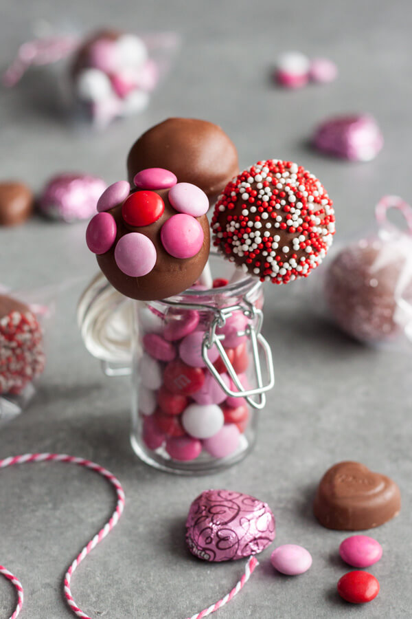 Chocolate Covered Strawberry Truffle Pop