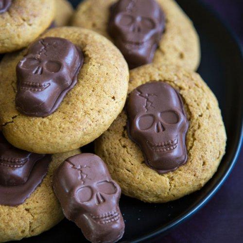 Peanut Butter Skull Pumpkin Cookies on a plate