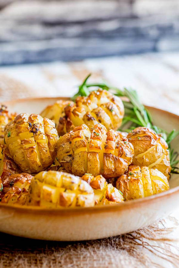 Thanksgiving dinner menu - hedgehog roasted rosemary potatoes from Sprinkles and Sprouts